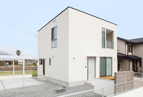 四角い構造体の低価格な注文住宅